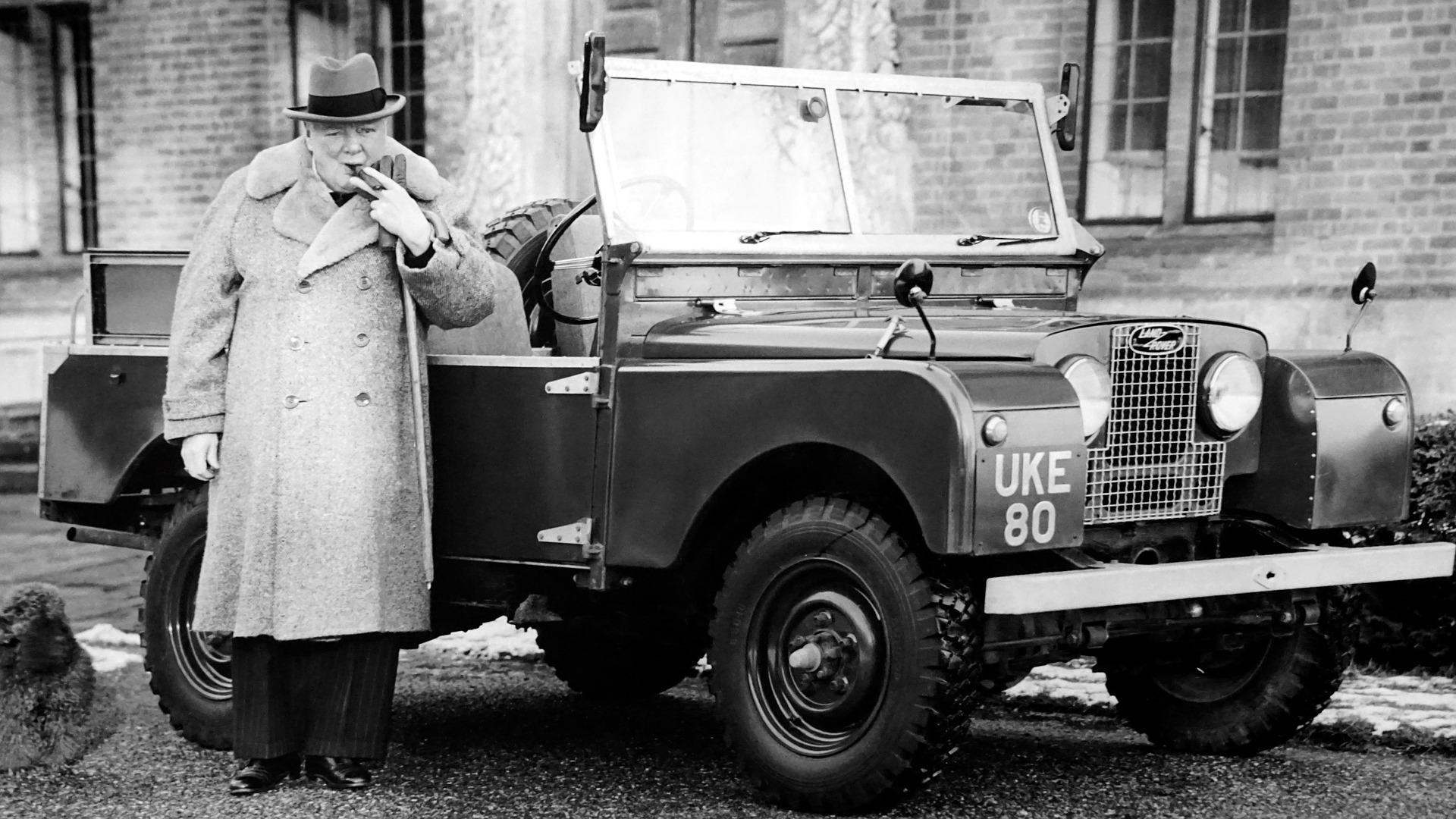 Sir_Winston_Churchill_with_jeep